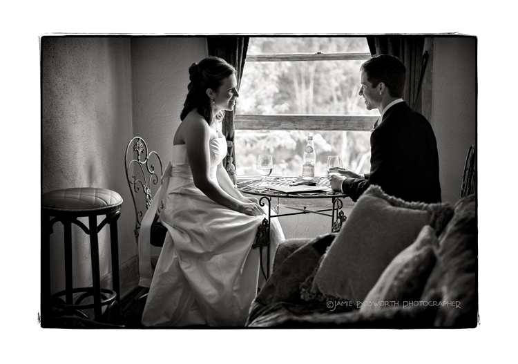 Quiet-moment-before-the-wedding-at-the-Viewpoint-Inn-Jamie-Bosowrth-Photographer