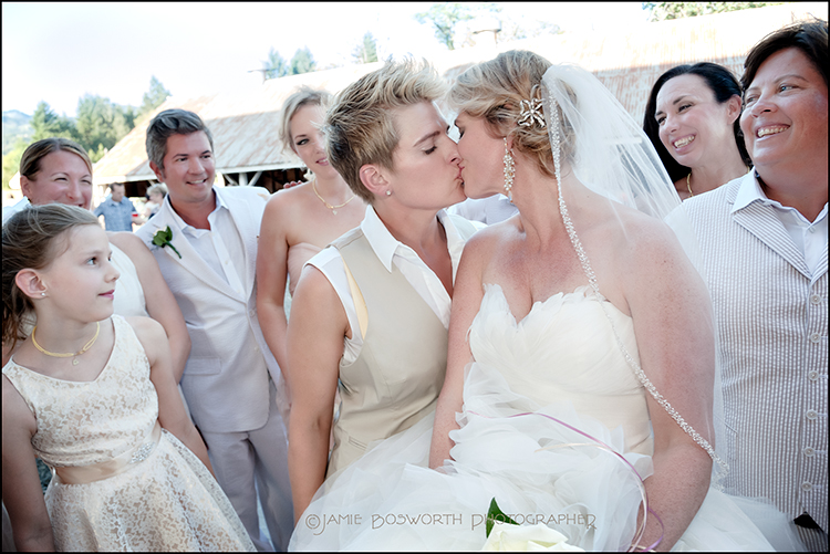 Kisses-at-Adeline-Farms-Jamie-Bosworth-Photographer