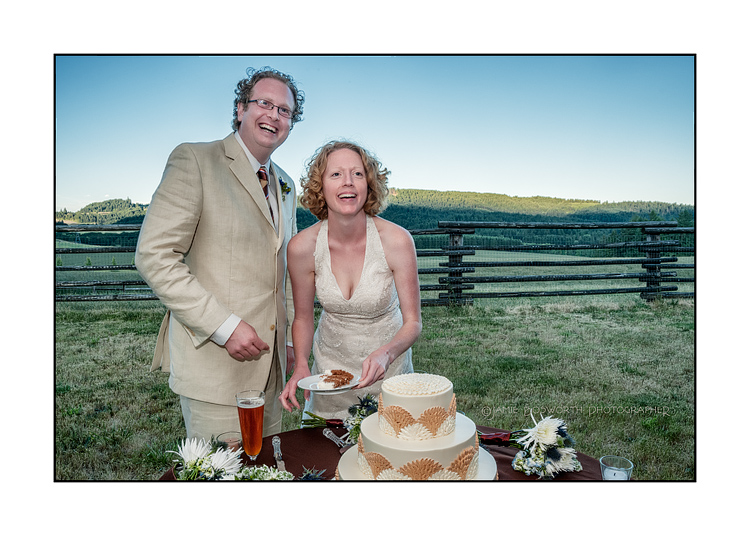 Cut-the-wedding-Cake-Jamie-Bosworth-Photographer