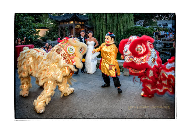 Lion-Dance-at-Lan-Su-Chinese-Garden-Wedding-Jamie-Bosworth-Photographer